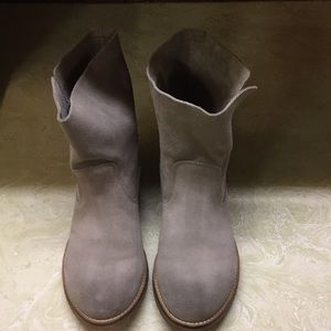 Gray Levi's Sancio Suede Leather Boots